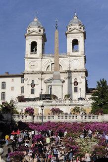 Italy, Rome, Tourists at Trinita dei Monti - MIZ000298