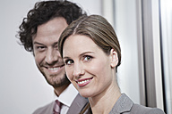 Germany, North Rhine Westphalia, Cologne, Portrait of businesscouple, smiling - FMKF000737