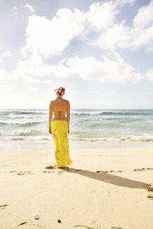 USA, Hawaii, Mid adult woman standing on beach - SKF001283
