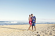 USA, Hawaii, Mid adult couple standing on beach - SKF001289