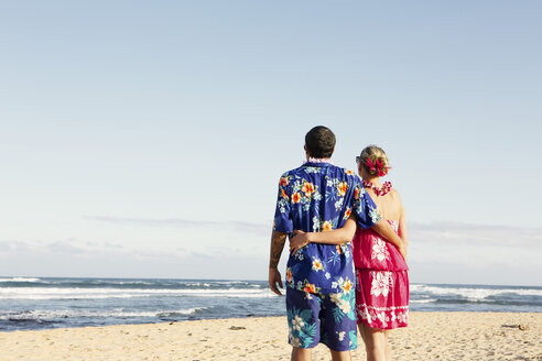 USA, Hawaii, Mid adult couple standing on beach - SKF001291
