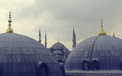 Turkey, Istanbul, View of Blue mosque - LH000089