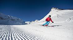 Austria, Salzburg, Mid adult man skiing in mountain of Altenmarkt Zauchensee - HHF004572