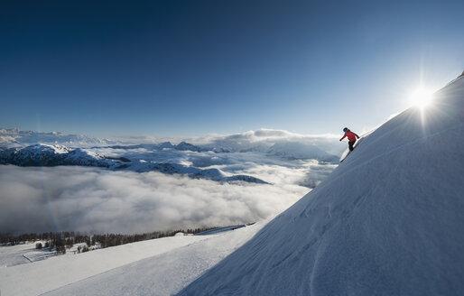Austria, Salzburg, Mid adult man skiing in mountain of Altenmarkt Zauchensee - HHF004592