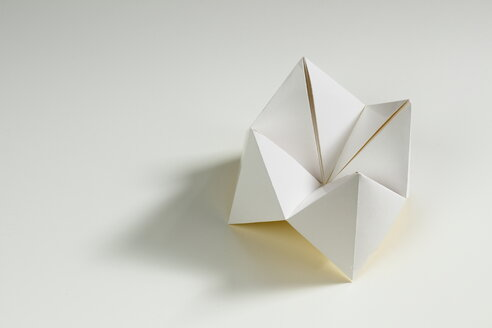 Origami fortune teller on white background - CMF000002