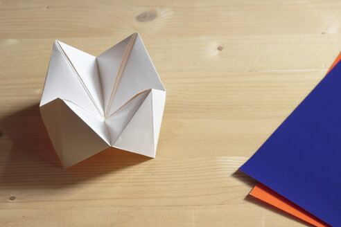 Origami fortune teller on wooden table - CMF000001