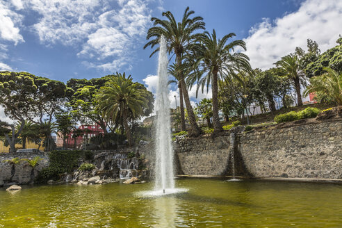 Spain, View of Fountain - MAB000002
