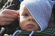 Germany, Hesse, Frankfurt, Portrait of cute baby boy, close up - MU001324