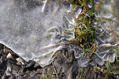 Germany, Bavaria, View of frozen lake - AX000453