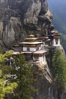 Bhutan, View of Tiger Nest temple at Paro - HL000185