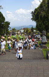 Indonesia, People carrying religious offerings in Pura Penataran Agung temple at village Batur - AM000090