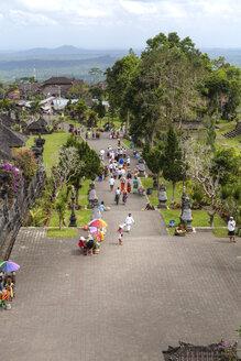 Indonesia, People sitting at Pura Penataran Agung temple - AM000055