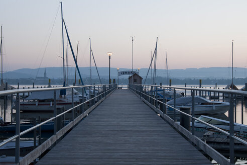 Germany, Baden Wuerttemberg, Jetty on Lake Constance - BST000052