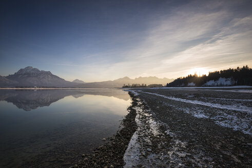 Germany, Bavaria, View of Forggensee lake - ELF000078