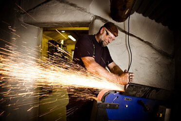 Welder at work - CNF000061