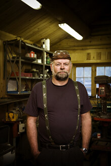 Portrait of craftsman in his workshop - CNF000076