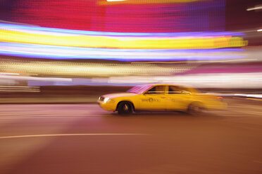 USA, New York State, New York City, Blurred motion of yellow cab - RUE001047