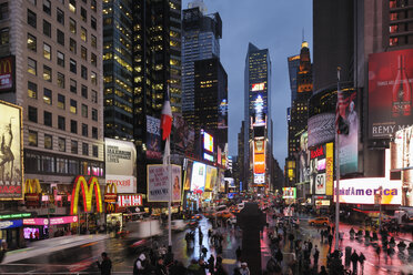 USA, New York State, New York City, View of Times Square in Manhattan at night - RUE001011