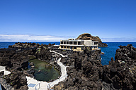 Portugal, Madeira, View of restaurant and aquarium in Porto Moniz - AM000145