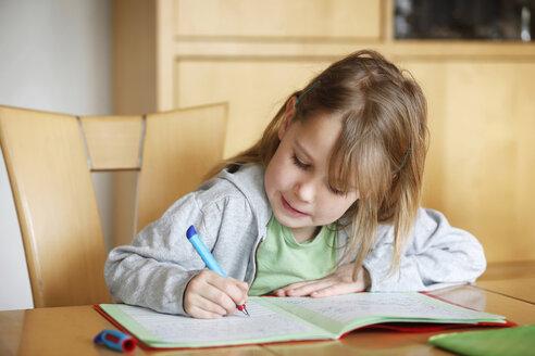 Germany, Baden Wuerttemberg, Girl doing her homework - SLF000092