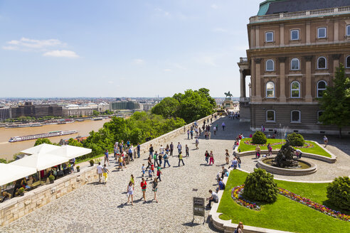 Hungary, Budapest, View of tourist at Buda Castle - MAB000065