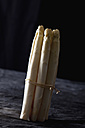 Bunch of white asparagus on textile, close up - CSF019410