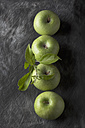 Green apples with leaves, close up - CSF019342