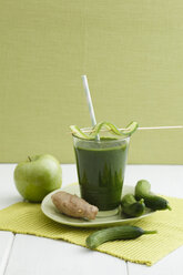 Green smoothie made of green apples, ginger and cucumber, close up - ECF000196