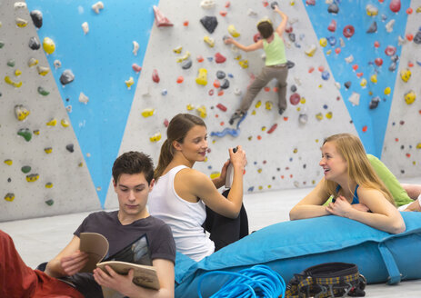 Friends relaxing together, indoor climbing - HSIYF000239