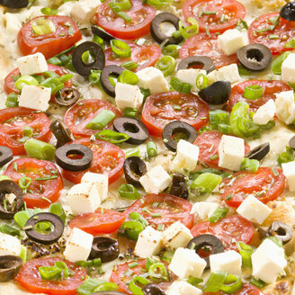 Greek tarte flambee with tomato, olives, feta cheese and leek, close up - CHF000037
