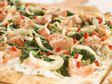 Tarte with salmon on pizza board - CHF000039