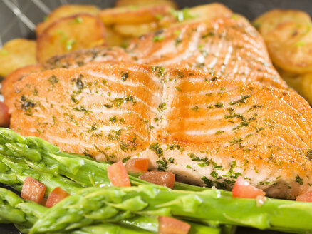 Marinated salmon with roast potatoes - CHF000042