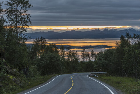Norway, View of empty road - HWO000009