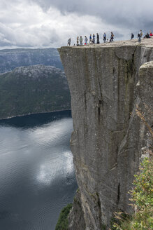 Norway, Tourist at Pulpit Rock - HWO000058