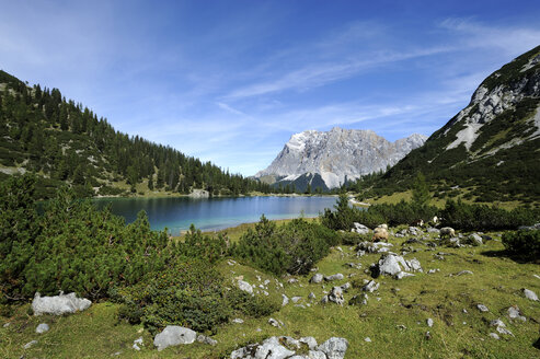 Austria, Tyrol, View of Seebensee lake and Zugspitze mountain - LH000166
