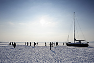 Germany, Bavaria, People at Starnberg lake - LH000181