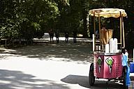 Germany, Bavaria, Munich, Ice cream van in english garden - ED000035