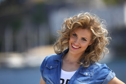 Greece, Portrait of Young woman smiling, close up - AJF000010