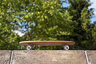 Germany, North Rhine westphalia, Cologne, Skateboard in skatepark - KJF000225
