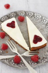 Cheesecake with rasberries on plate, close up - KSW001086