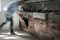 Mature man opening oven - FMKYF000299