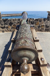 Spain, Puerto de la Cruz, View of cannon at fort - AM000429