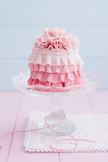 Pink mini cake on cakestand, close up - ECF000201