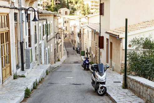 Spain, Mallorca, Alley in Port de Soller - STD000003