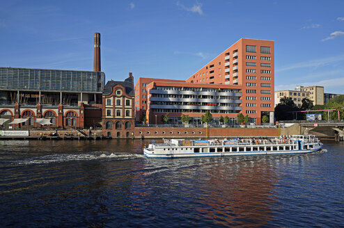 Germany, Berlin, View of Tour boat at Landwehr Canal - JHE000013