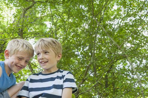 Germany, Bavaria, two boys smiling - NH001372