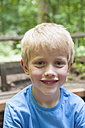 Germany, Bavaria, Munich, Portrait of boy, smiling - NH001398