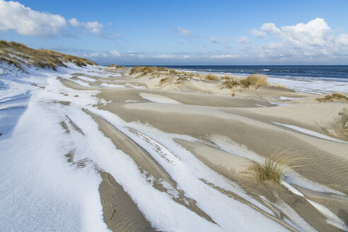 Germany, Coast with snow at Spiekeroog - STS000055