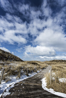 Germany, Coast with snow at Spiekeroog - STSF000052