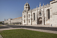 Portugal, Lisbon, View of Praca do Imperio and Jeronimos Monastery in background - SK001321